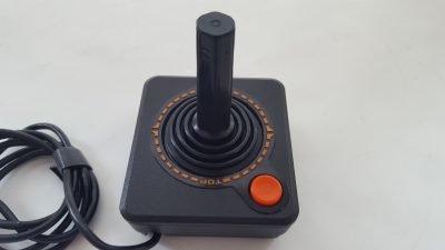 parte superior de joystick Atari con un pulsador